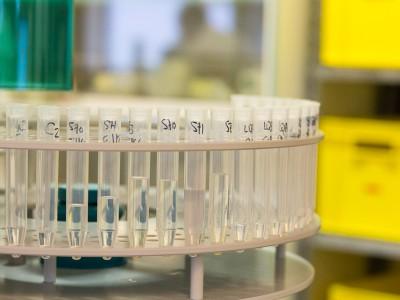 Passeur d'échantillons pour analyses pH, TAC, ... sur l'eau