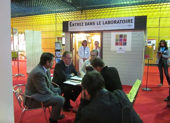 Foule au mini laboratoire LABOCEA Terralies 2015